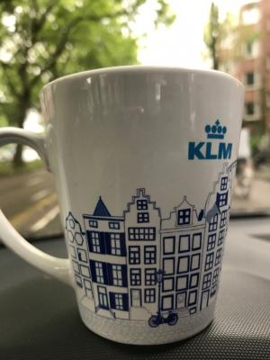 Grachtenpandjes op koffiemokken KLM en Carlson Wagonlit Travel